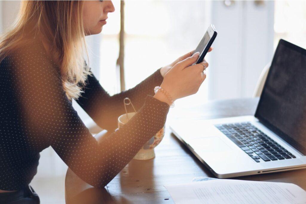 Social-media-advantages-and-disadvantages-Webseasoning.org